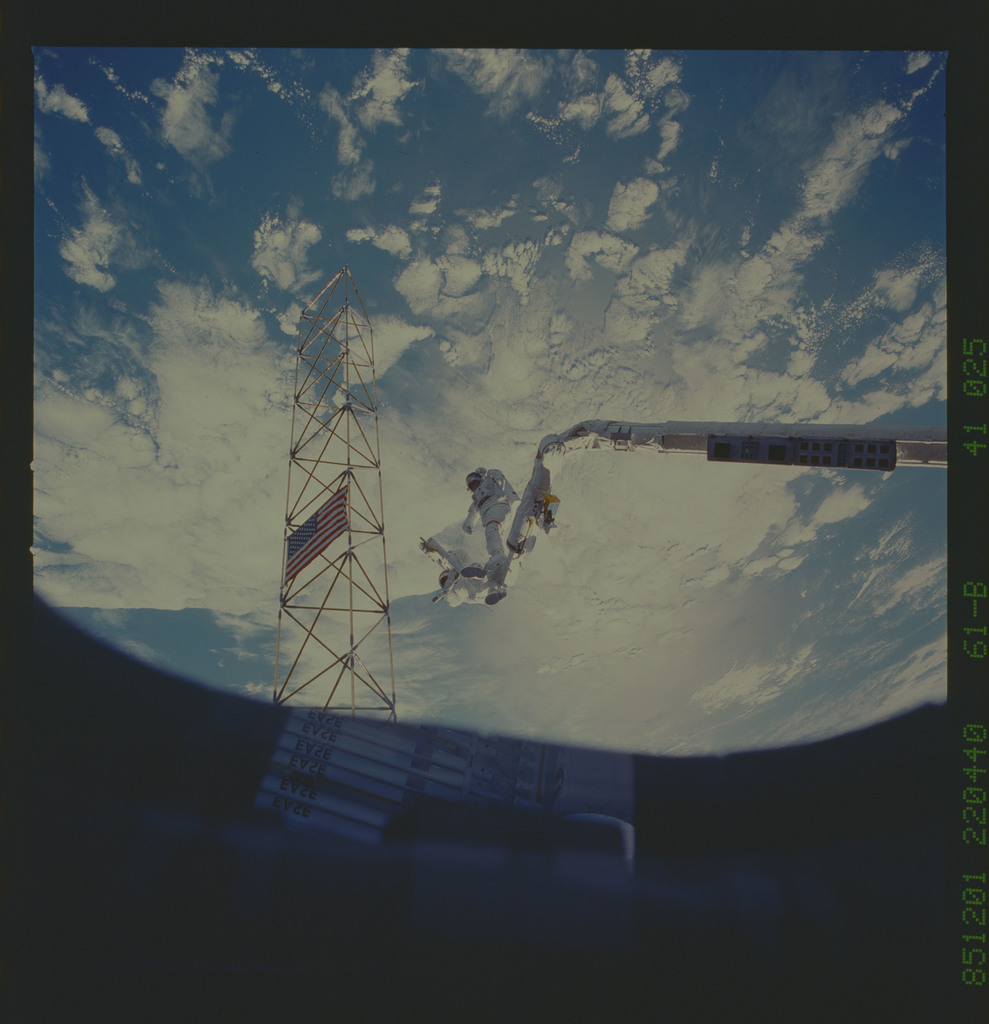 61B-41-025 - STS-61B - Ross and Spring work on EASE and ACCESS during Extravehicular Activity (EVA)