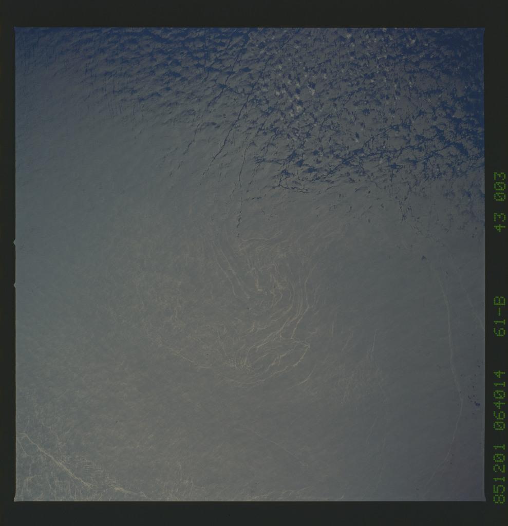 61B-43-003 - STS-61B - STS-61B earth observations