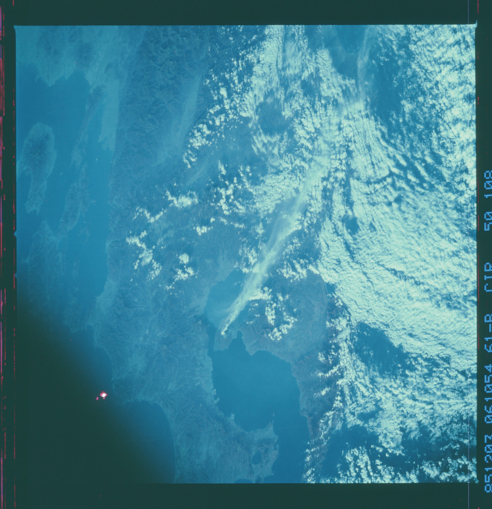 61B-50-108 - STS-61B - STS-61B earth observations