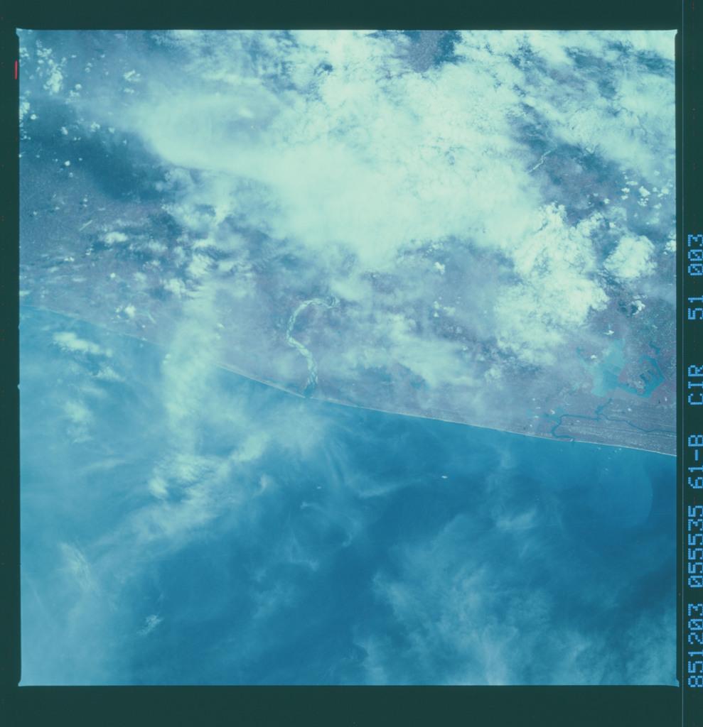 61B-51-003 - STS-61B - STS-61B earth observations
