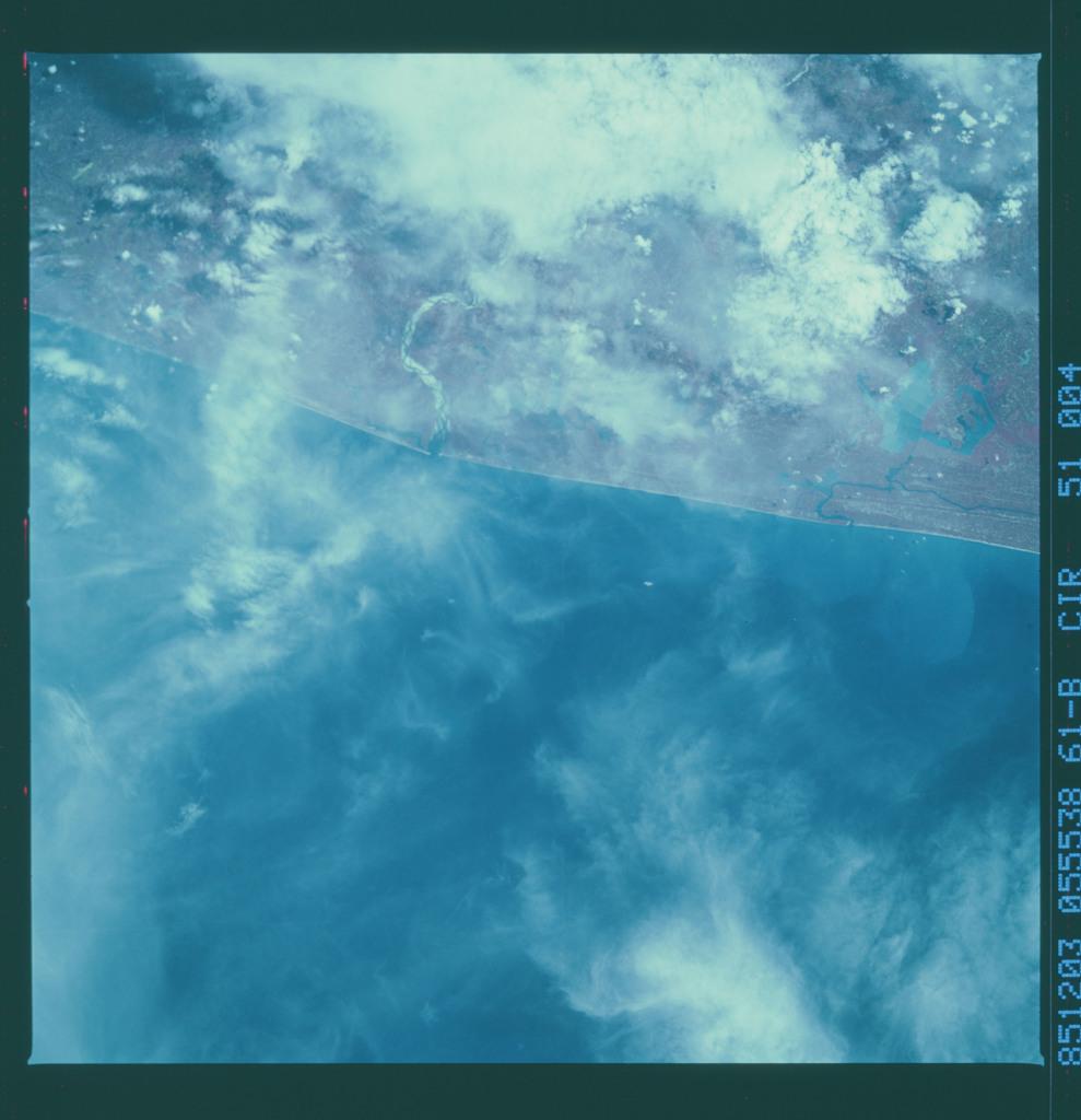 61B-51-004 - STS-61B - STS-61B earth observations