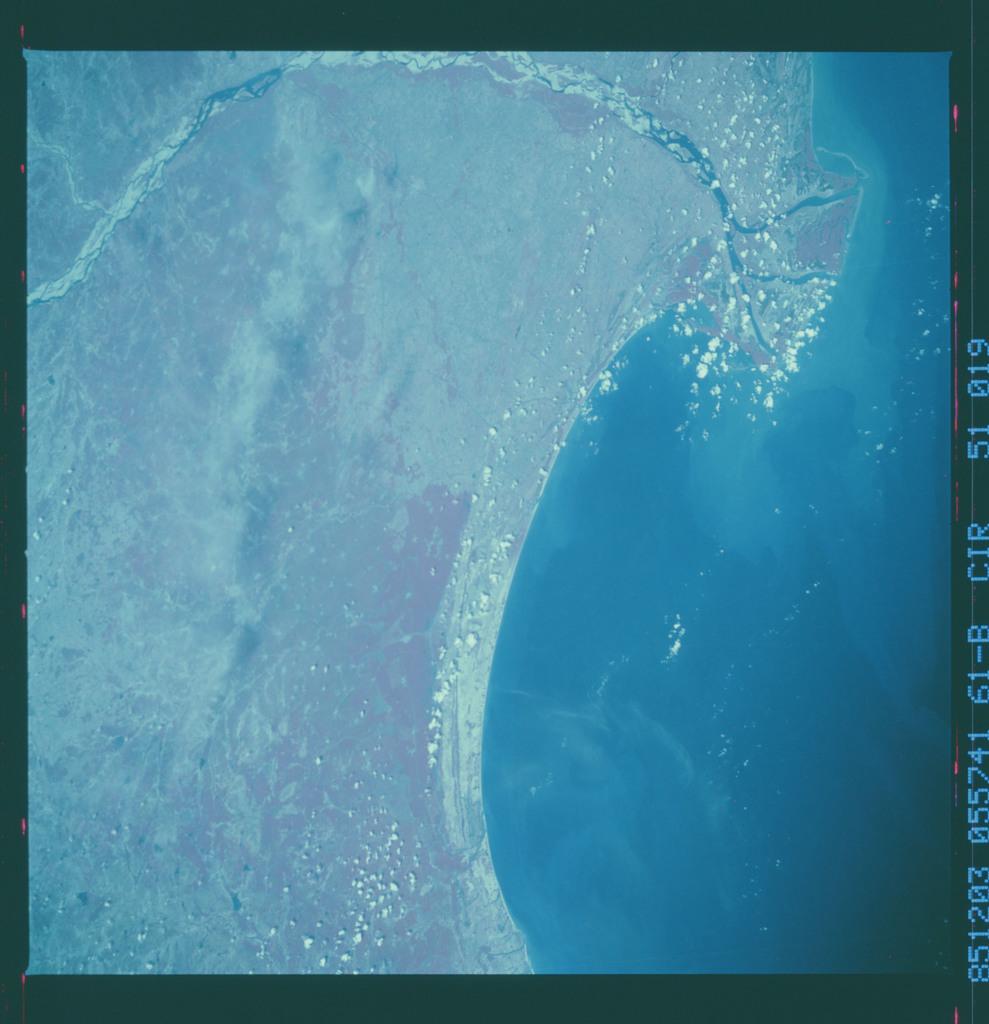 61B-51-019 - STS-61B - STS-61B earth observations