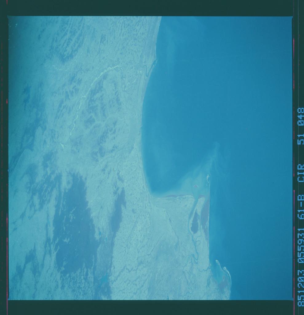 61B-51-048 - STS-61B - STS-61B earth observations