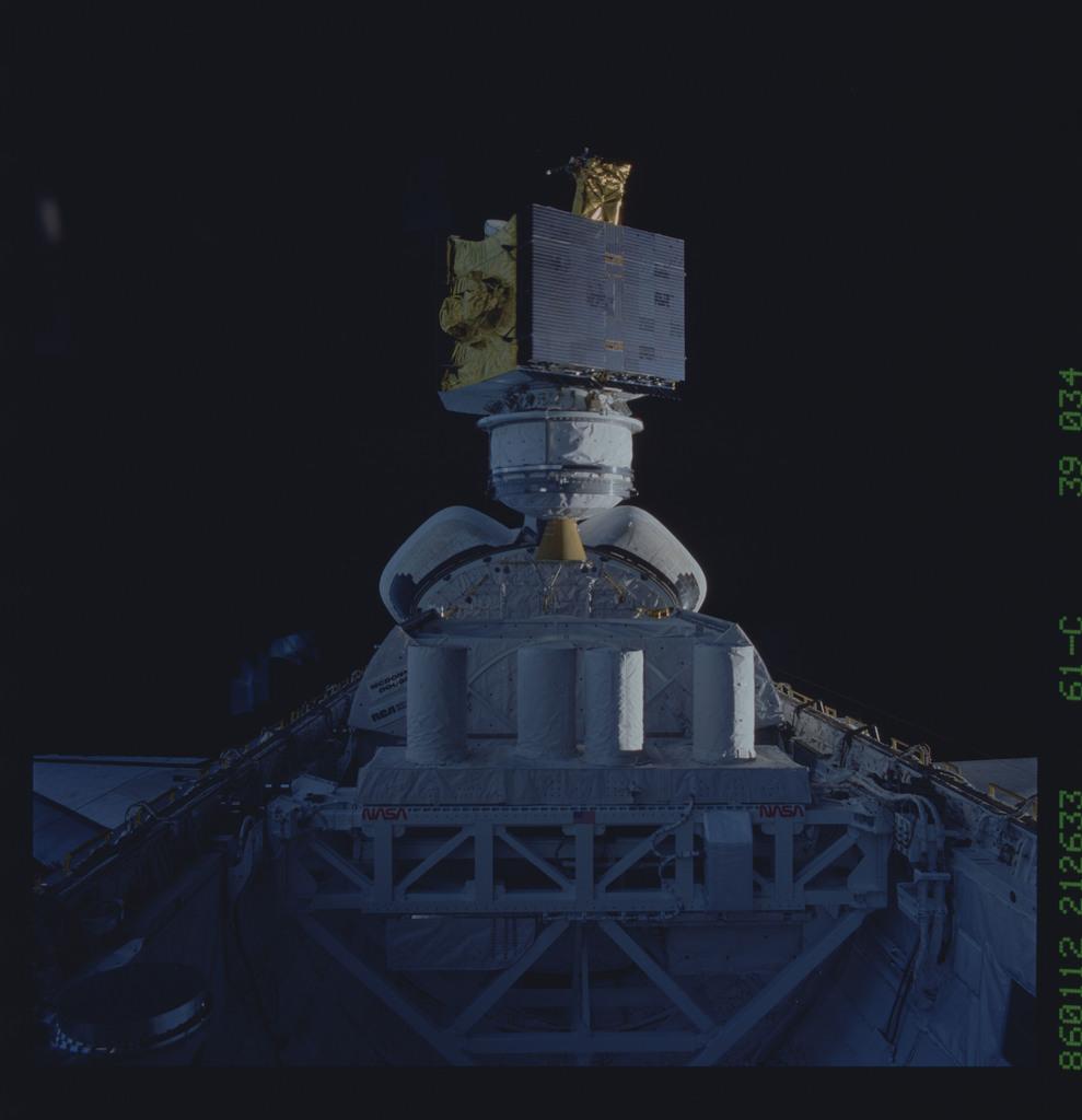 61C-39-034 - STS-61C - SATCOM Ku-1 communications satellite deployed