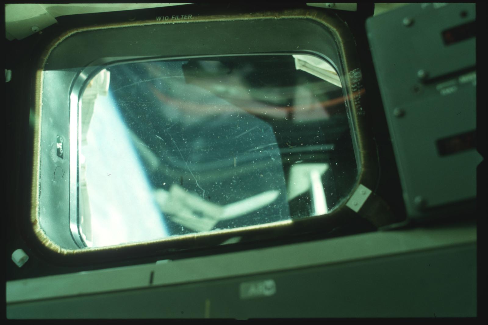 S01-07-508 - STS-001 - Crew compartment flight deck window debris,damage,streak documentation