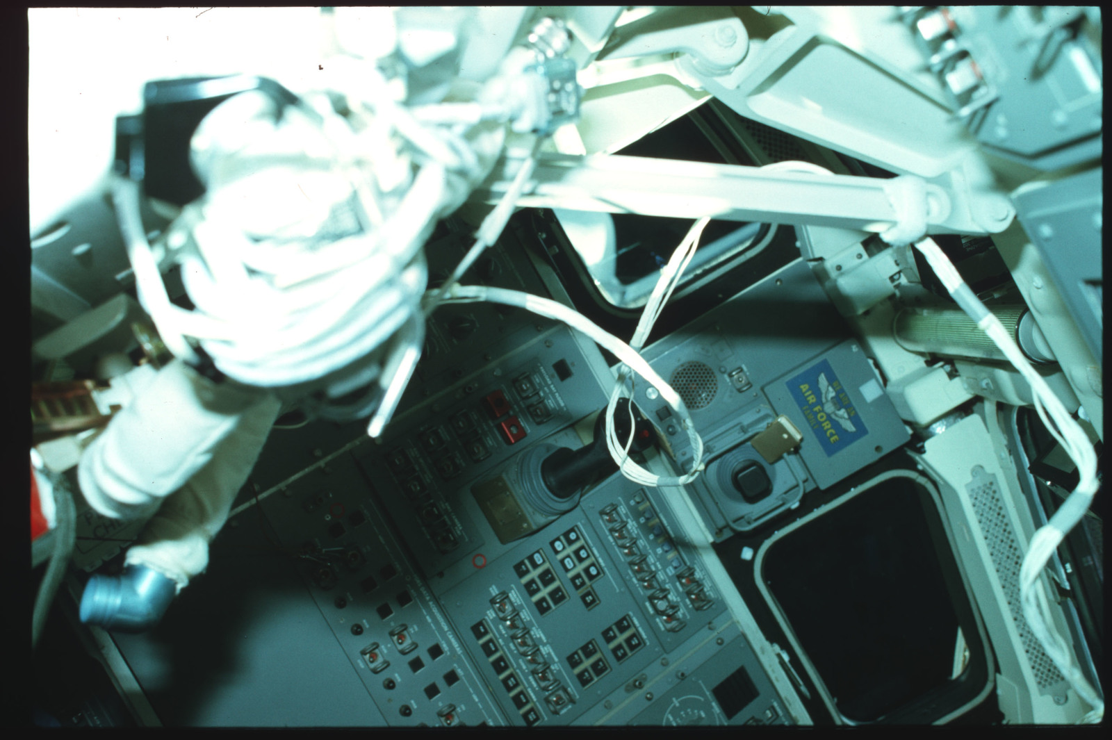 S02-02-856 - STS-002 - Aft Flight Deck Onorbit Station documentation