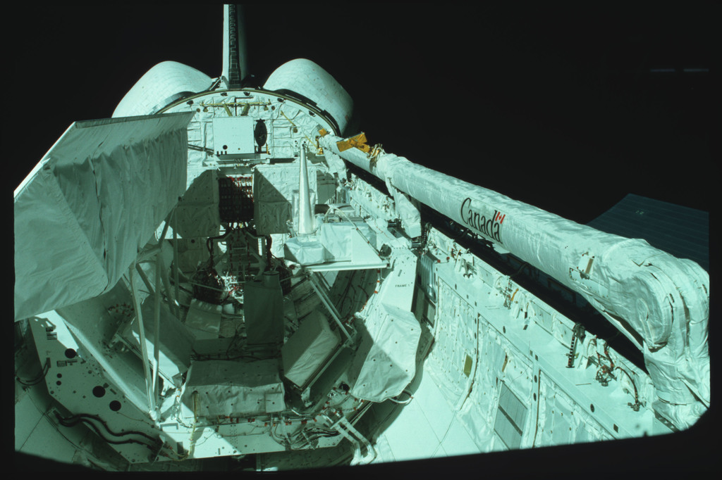 S02-02-870 - STS-002 - Overall views of payload bay taken from the aft flight deck viewing windows