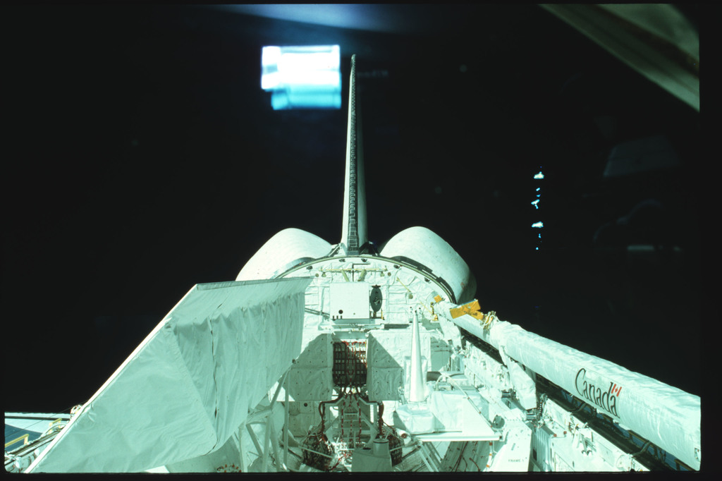 S02-02-873 - STS-002 - Overall views of payload bay taken from the aft flight deck viewing windows