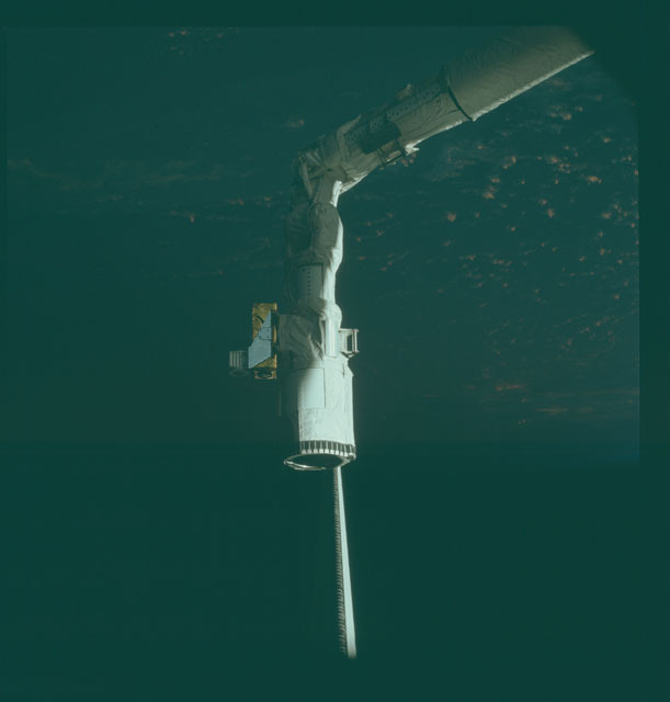 S02-13-224 - STS-002 - Views of the RMS in the Columbia's payload bay