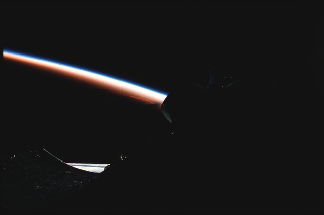 S03-19-016 - STS-003 - Dark PLB and tail against background of Earth limb with atmospheric glow