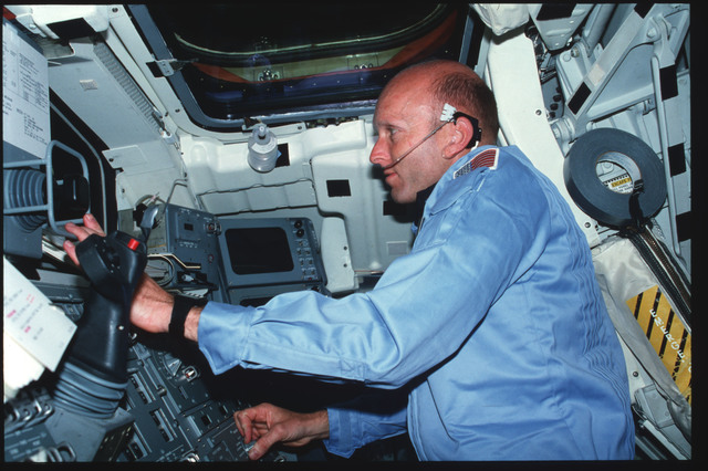 S03-19-023 - STS-003 - Pilot Fullerton operates RMS controls on Aft Flight Deck Onorbit Station