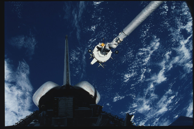 S03-21-094 - STS-003 - PDP grappled by RMS is maneuvered above payload bay then restowed on pallet