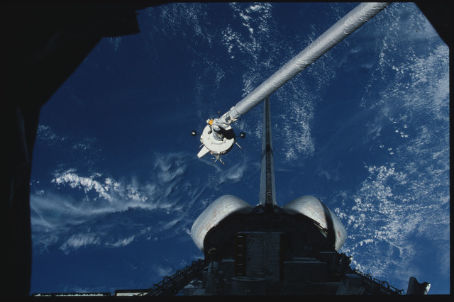 S03-21-100 - STS-003 - PDP grappled by RMS is maneuvered above payload bay then restowed on pallet
