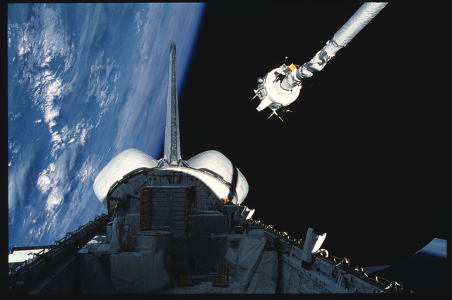 S03-21-102 - STS-003 - PDP grappled by RMS is maneuvered above payload bay then restowed on pallet