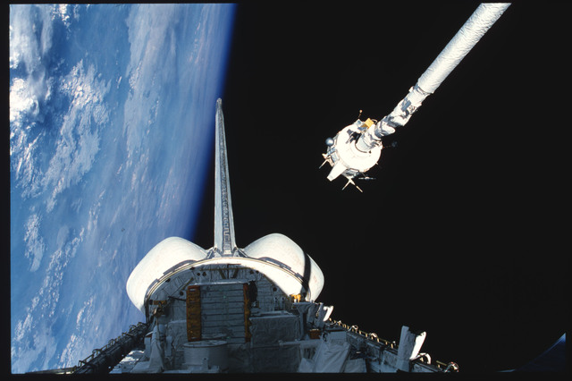 S03-21-103 - STS-003 - PDP grappled by RMS is maneuvered above payload bay then restowed on pallet