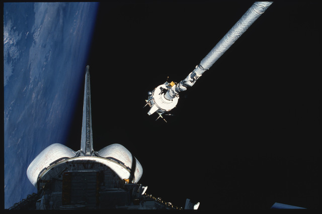 S03-21-104 - STS-003 - PDP grappled by RMS is maneuvered above payload bay then restowed on pallet