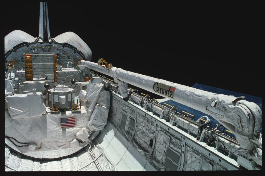 S03-22-136 - STS-003 - Overall views of payload bay taken from the aft flight deck viewing windows