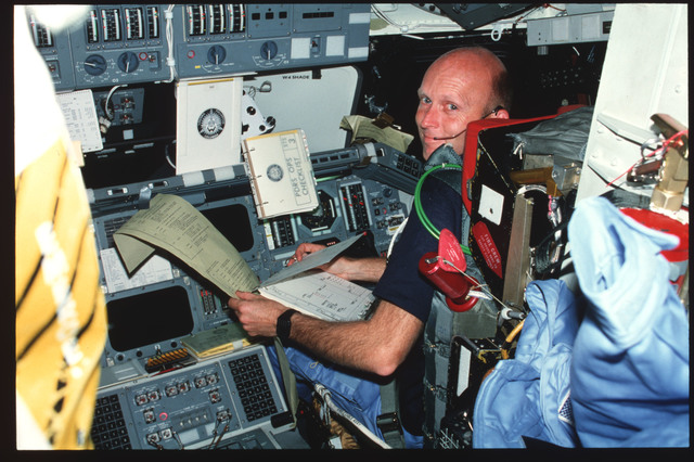 S03-23-180 - STS-003 - Pilot Fullerton reviews FDF and TAGS printout on forward flight deck