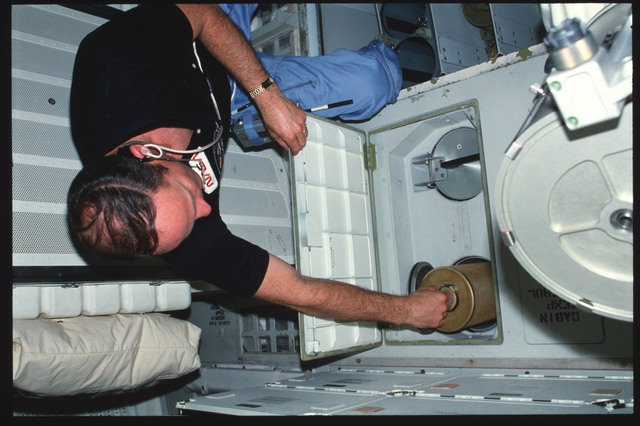 S03-25-236 - STS-003 - Commander Lousma replaces ARS LiOH canisters on middeck