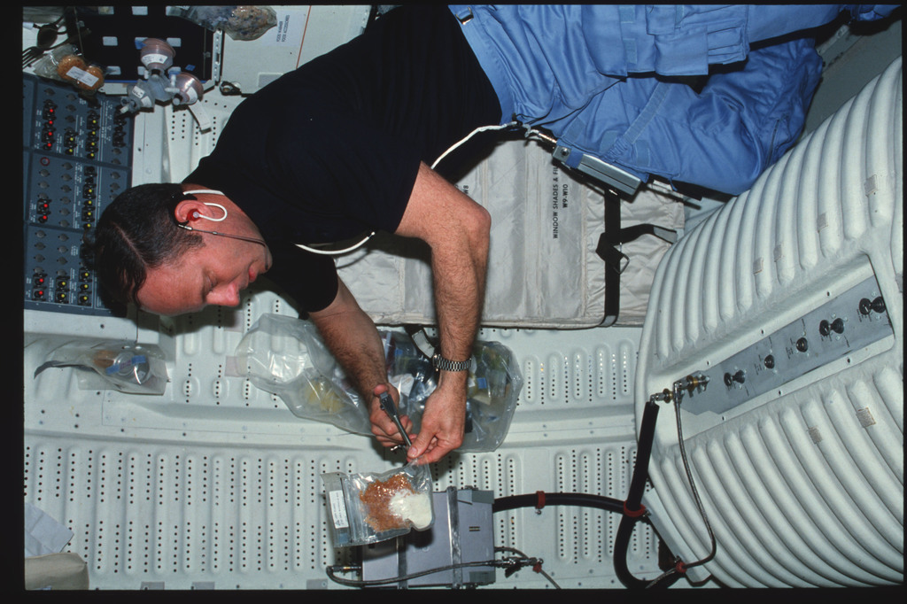 S03-26-255 - STS-003 - Commander Lousma prepare meal and eat on middeck