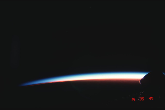 S04-21-046 - STS-004 - Earth limb at sunset