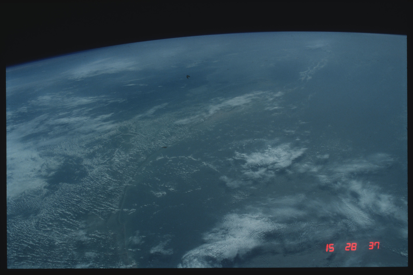 S04-21-071 - STS-004 - Earth Observations