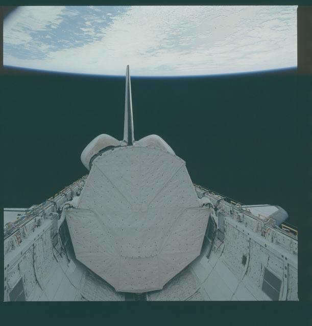 S05-41-1333 - STS-005 - Deployment of Telesat Canada's ANIK C-3 satellite