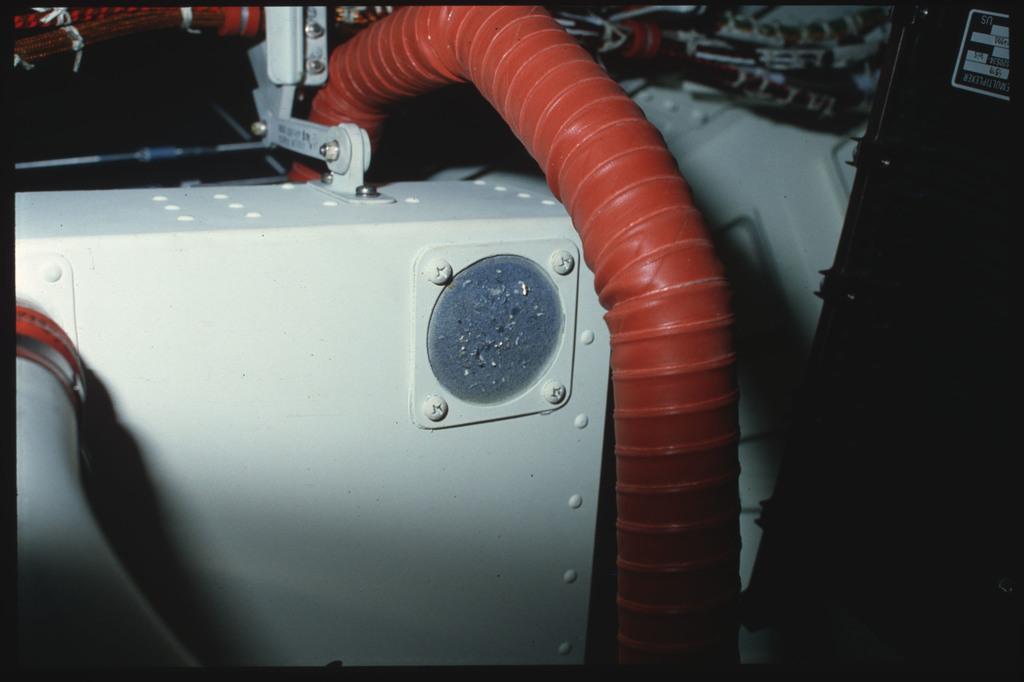 S06-03-395 - STS-006 - Middeck avionics bay filter screen documentation