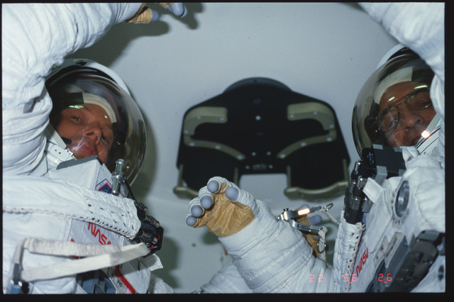 S06-06-463 - STS-006 - Fully EMU suited MS Peterson and MS Musgrave in airlock