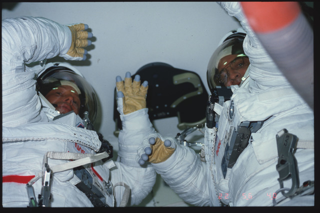 S06-06-464 - STS-006 - Fully EMU suited MS Peterson and MS Musgrave in airlock