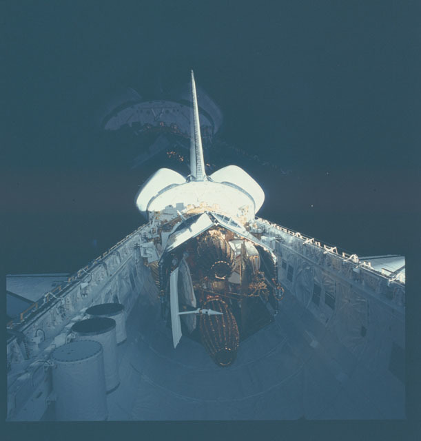 S06-38-844 - STS-006 - Deployment of the TDRS by the STS-6 Challenger