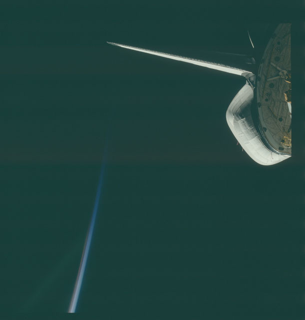 S06-43-269 - STS-006 - Tail glow as seen during STS-6 mission