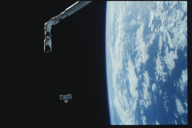 S07-25-1425 - STS-007 - Shuttle Pallet Satellite (SPAS) 01 drifts after RMS release
