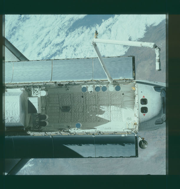 S07-32-1770 - STS-007 - View of the shuttle Challenger from the SPAS-01 satellite
