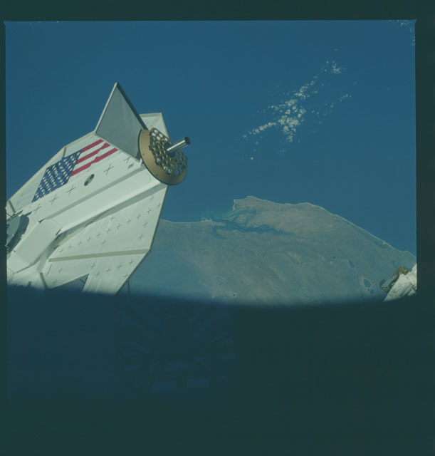 S08-33-1009 - STS-008 - PFTA/RMS as seen from aft flight window of shuttle Challenger