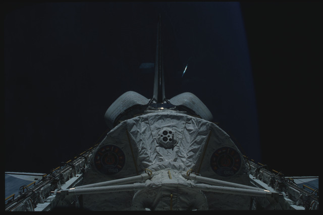 S09-18-804 - STS-009 - View of the Spacelab module in the payload bay of the Columbia during STS-9