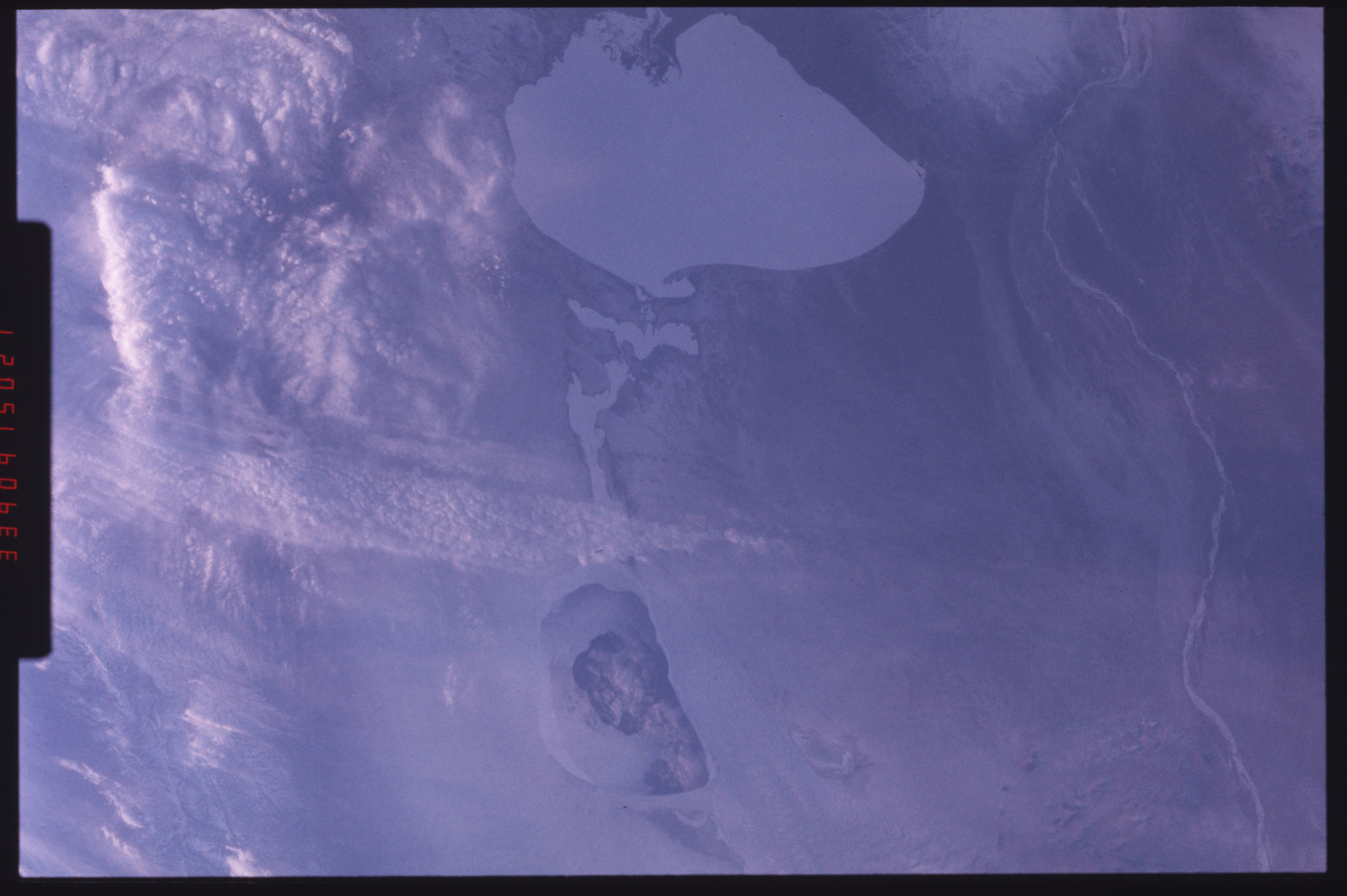 S09-201-3464 - STS-009 - STS-9 earth observations