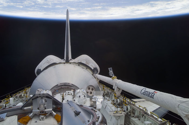 S100E5018 - STS-100 - Endeavour's payload bay with the Raphaello module and Canadarm 2