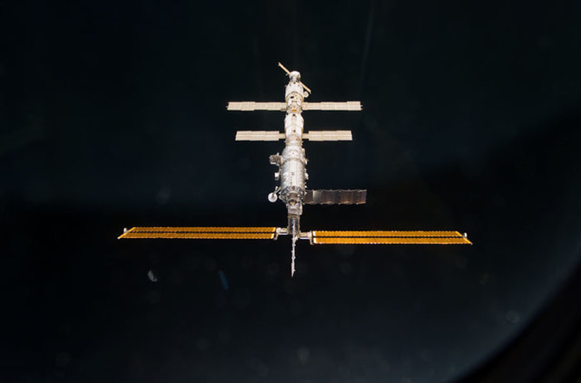 S100E5164 - STS-100 - Nadir view of the ISS taken during the approach of Endeavour during STS-100