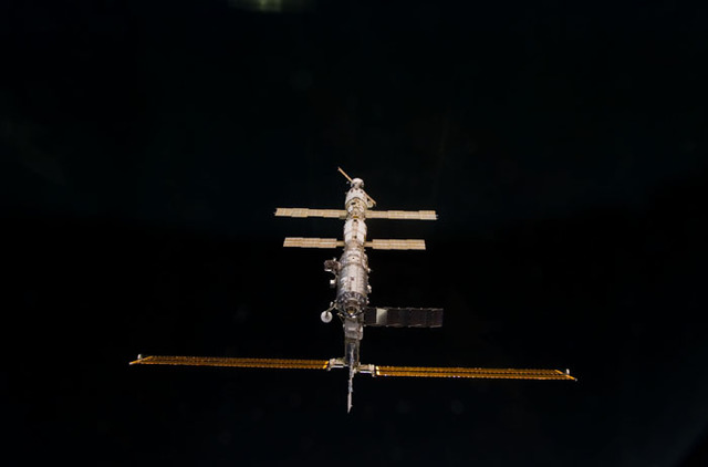 S100E5166 - STS-100 - Nadir view of the ISS taken during the approach of Endeavour during STS-100