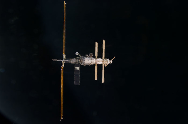 S100E5167 - STS-100 - Nadir view of the ISS taken during the approach of Endeavour during STS-100