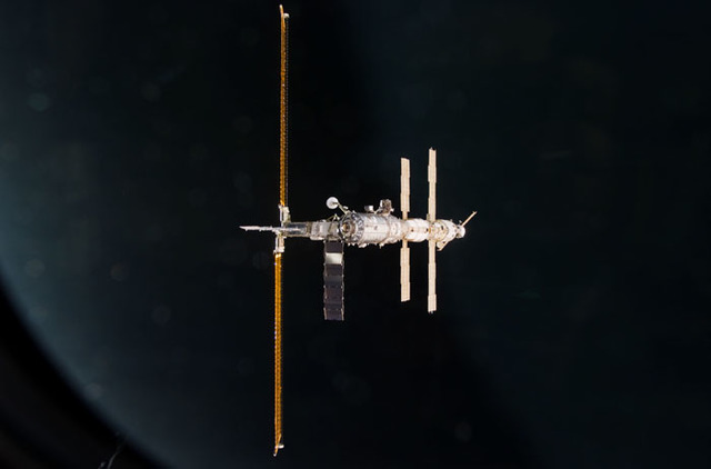 S100E5168 - STS-100 - Nadir view of the ISS taken during the approach of Endeavour during STS-100