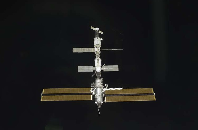 S104E5027 - STS-104 - Approach view of the ISS