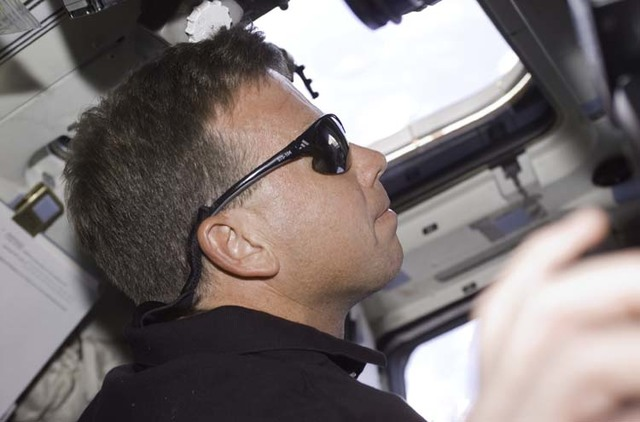 S104E5029 - STS-104 - CDR Lindsey on aft flight deck wearing sunglasses