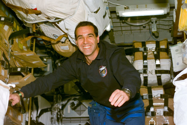 S106E5182 - STS-106 - MS Mastracchio poses for a photo in SpaceHab during STS-106