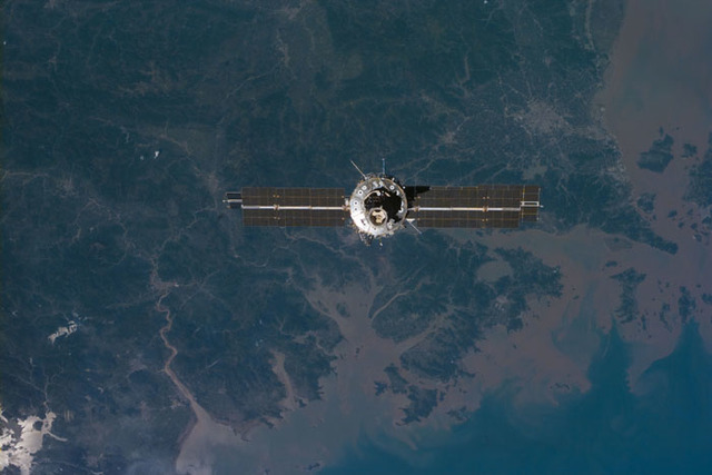 S106E5313 - STS-106 - View of the ISS as Atlantis makes its closing fly around during STS-106