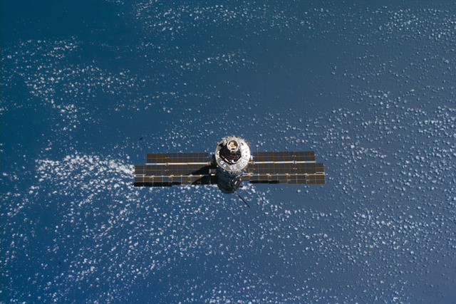 S106E5314 - STS-106 - View of the ISS as Atlantis makes its closing fly around during STS-106