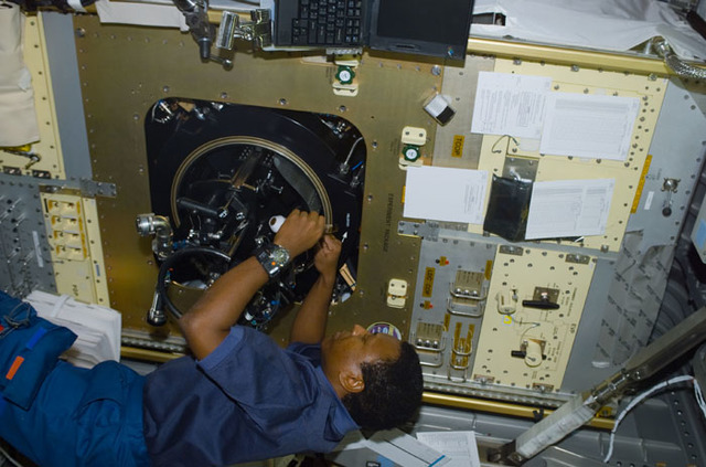 S107E05138 - STS-107 - Anderson works the LSP experiment in the CM-2 in the Spacehab RDM during STS-107