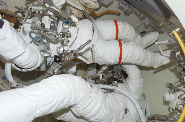 S109E5235 - STS-109 - STS-109 MS Grunsfeld and Linnehan in airlock prior to EVA