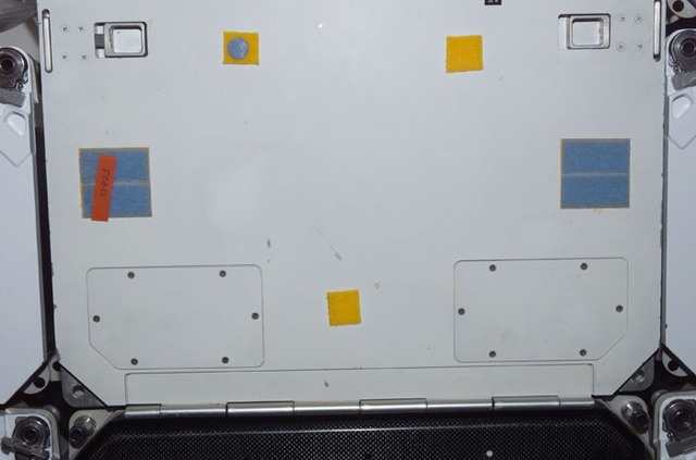 S109E5942 - STS-109 - Front face of middeck locker